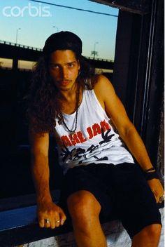 Chris Cornell wearing a PJ shirt. Bless.