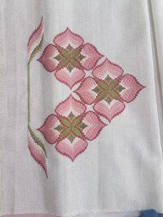 Bargella Broderie Bargello, Bargello Needlepoint, Cross Stitch Material, Cross Stitch Patterns, Embroidery Bags, Embroidery Stitches, Bargello Patterns, Drawn Thread, Needlepoint Designs