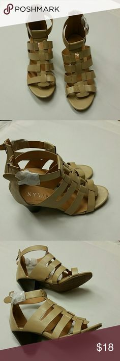 Women's NY VIP Queen Sandal Beige Size 8 1/2 Great shoes for casual or going out.  Beige in color with chunky heel.  Size 8.5 NY Collection Shoes Sandals