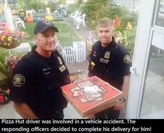 Police officer help Pizza Hut deliver pizza after the driver had an car accident