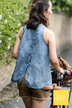 Stay cool in Gap's summer tops. Blogger Park & Cube cruises around London on her bike wearing her favorite denim sleeveless shirt. Shop all styles now.