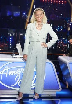 Katy Perry Outfits, Katy Perry Wallpaper, Katy Perry Photos, Famous Singers, American Idol, White Outfits, Fashion Forward, Nice Dresses, Suits