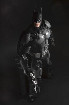 NECA-Arkham-Origins-Batman-Quarter-Scale-005