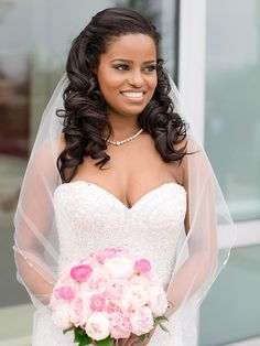 Trendy wedding hairstyles for black women with veil bridesmaid hair 20 Ideas Wedding Hairstyles Half Up Half Down, Curly Wedding Hair, Vintage Wedding Hair, Wedding Hair Down, Wedding Hairstyles For Long Hair, Wedding Hair And Makeup, Curled Hairstyles, Gown Wedding, Wedding Cakes