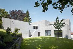 Das Sichtmauerwerk des Hauses von ähnelt einem ausgehöhlten Felsen | Bottega + Ehrhardt Architekten ©David Franck Fotographie