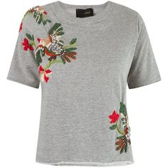 The embroidery is super pretty! It is unique. I don't care for the sweatshirt vibe.I would want something I can wear to work and out on the weekends. Embroidery On Clothes, Shirt Embroidery, Embroidered Clothes, Embroidered Sweatshirts, Printed Sweatshirts, Collar Designs, Blouse Designs, T Shirt Painting, Crop Top Shirts