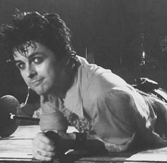 Billie Joe Armstrong from Green Day looking so cute...