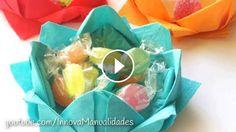 Flor de papel (dobradura) - Vídeo: https://www.facebook.com/cantinhotiali/posts/1731894527042629