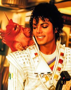 Captain eo for others. For me, he's the captain of my heart ♡ Michael Jackson Dangerous, Michael Jackson Bad Era, Janet Jackson, Paris Jackson, Michael Jackson Photoshoot, The Jacksons, Beautiful Smile, Beautiful People, My King