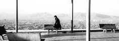 Afganistán fotografiado con un iPhone | Un hombre reza en un parque en Kabul. El fotógrafo Daniel Berehulak ha usado la aplicación 645 Pro para iPhone para realizar este reportaje. DANIEL BEREHULAK (GETTY IMAGES) EL PAÍS