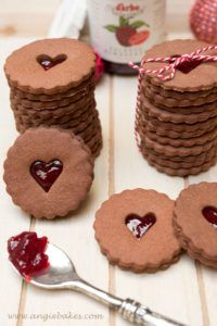 kakaové linecké - Angie Christmas Baking, Christmas Cookies, Eat Me Drink Me, Winter Holidays, Gingerbread Cookies, Cooking Tips, Baking Recipes, Diy Gifts, Basket