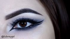 Gothic smoky eyes was my favorite makeup look throughout the teens years. I did not spare black matte eyeshadow and eye kohl, smudging them all over my eyelids and not caring about the final results. Gothic Eye Makeup, Gothic Makeup Tutorial, Makeup Tutorial Eyeliner, Smoky Eye Makeup, Edgy Makeup, Grunge Makeup, Dark Makeup, No Eyeliner Makeup, Skin Makeup