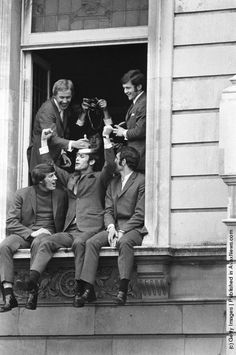 Chelsea FC football players (clockwise from top left), Alan Birchenall, John Hollins, Peter Osgood, John Dempsey and Ian Hutchinson (1948–2002), celebrating their FA Cup victory over Leeds. (Photo by Central Press/Getty Images). 30th April 1970