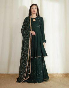 Party Wear Indian Dresses, Pakistani Fashion Party Wear, Designer Party Wear Dresses, Indian Gowns Dresses, Indian Bridal Outfits, Dress Indian Style, Indian Fashion Dresses, Indian Designer Outfits, Pakistani Outfits