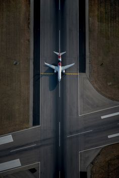 Qantas Boeing VH-XZJ on holding short of at Adelaide-Inter… - Aircraft design Airplane Photography, Aerial Photography, Avion Jet, Jet Privé, Photo Avion, Airplane Wallpaper, Civil Aviation, Aviation Art, Aircraft Design