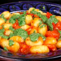 [Recipe] Creamy Tomato Gnocchi quick and easy dinner recipes for family videos busy mom - Vegetarische Rezepte - Quick Easy Healthy Meals, Quick Vegetarian Meals, Quick And Easy Appetizers, Dinner Recipes Easy Quick, Easy Recipes, Healthy Recipes, Easy Dinners, Recipes Dinner, Gnocchi