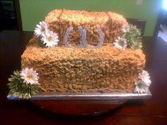 Gorgeous hay bale wedding cake!