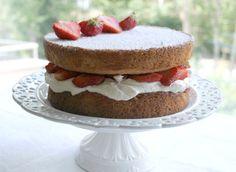 Marian pieni leipomo: Mansikkainen Victorian kakku Cheesecake, Victorian, Baking, Desserts, Food, Cheesecake Cake, Postres, Patisserie, Bakken