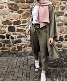 olive cardigan with matched pants-Casual hijab summer looks – Just Trendy Girls Hijab Fashion Summer, Modern Hijab Fashion, Hijab Fashion Inspiration, Trendy Fashion, Fashion Ideas, Casual Hijab Outfit, Casual Outfits, Casual Hijab Styles, Ootd Hijab