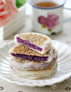 Purple Sweet Potato Pancakes 💜 For this recipe, I made the purple sweet potato filling from scratch which can be easily done at home. These purple sweet potato pancakes are a little chewy and crisp on Ube Recipes, Delicious Cake Recipes, Yummy Cakes, Dessert Recipes, Asian Recipes, Delicious Food, Easy Recipes, A Food, Food And Drink