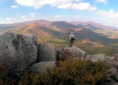 Spend a colorful fall in beautiful Shenandoah! DNC - Shenandoah National Park - Virginia's Blue Ridge Mountains North Cascades National Park, Shenandoah National Park, Smoky Mountain National Park, Shenandoah Valley, Best Places To Camp, Places To Go, Mountain Hiking, Mountain Climbing, Mountain Range