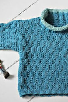 Sådan giver du din hud den bedste pleje – område for område Baby Sweater Knitting Pattern, Fair Isle Knitting Patterns, Knit Patterns, Crochet Pattern, Knitting For Kids, Crochet For Kids, Brei Baby, Baby Barn, Baby Pullover
