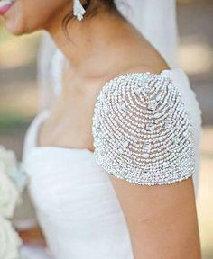 Moda en detalles: Alta Costura, detalles que enamoran Moda en blanco puro #moda #estulo #fashion #glamour #love #style #hautecouture #altacostura #luxury #details #inspiration #design