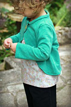 Pantalon- Huckleberry de Papillon&Mandarine, en coton bleu, taille 3 ans, un peu grand mais il fera certainement la rentrée et le début de l...
