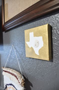 An easy way to add a little home state love to your gallery wall!