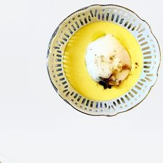 Piccolo e accogliente Bistrot in zona Porta Romana. Entri, ti siedi e attendi che dalla cucina arrivi un vassoio a sorpresa di piatti vegetariani.  via @singerfood