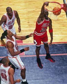 49390d6ba6f8 Alonzo Mourning (Miami Heat) and Michael Jordan