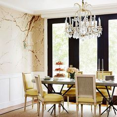 Crazy dining room tr