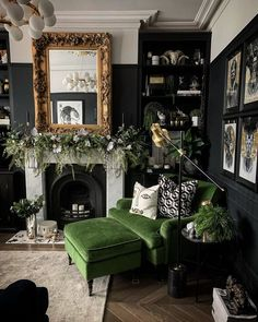 Dark Living Rooms, Living Room Green, Home Living Room, Living Room Themes, Green Living Room Furniture, Gothic Living Rooms, Gothic Room, Victorian Living Room, Eclectic Living Room