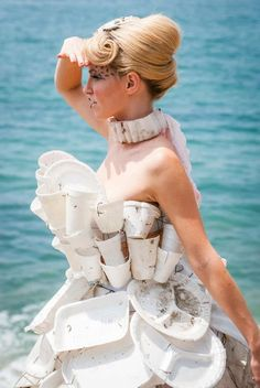 'Trashion' designer Marina DeBris turns ocean rubbish into high-end outfits and she looks futuristic Fashion Moda, Fast Fashion, Fashion Art, Fashion Show, Fashion Design, Fashion Fotografie, Recycling, Recycled Dress, Recycled Clothing
