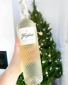 Freixenet Pinot Grigio Garda DOC • Travelling Corkscrew Pinot Gris, Shades Of Yellow, Vodka Bottle, Fun Facts, Travelling, Wine, Funny Facts