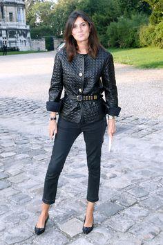 Emmanuelle Alt stood out in all black on the sidewalk before Balenciaga's runway show.