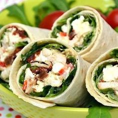 Chicken wraps with mustard sauce, sundried tomatoes and feta Chicken Wraps, Chicken Wrap Recipes, Feta Chicken, Sandwich Buffet, Healthy Dinner Recipes, Snack Recipes, Plats Healthy, Main Dish Salads, Salty Foods