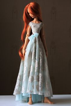 I made this dress to another doll, but surprisingly it also fits Lyse (not perfectly on the back though... ;) )