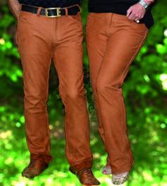 Maßgefertige Lederhosen aus rehbraunem Nubuk-Fettleder.