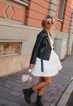 Leather Jacket Outfits Ideas In this article, we've listed the best leather jackets for women, a guide for buying the perfect style and leather jacket outfits to try! Mode Outfits, Girly Outfits, Fashion Outfits, Womens Fashion, Fashion Trends, Ladies Fashion, Teen Fashion, Fashion Ideas, Summer Outfits