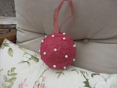 Ramos de bola para novias niñas de arras con botón de nacar    http://algodondeluna.blogspot.com.es/