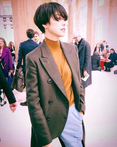 Fall Winter Outfits, Hair Inspiration, Portrait Photography, Short Hair Styles, Hair Cuts, Suit Jacket, Hair Beauty, Beautiful Women, Blazer