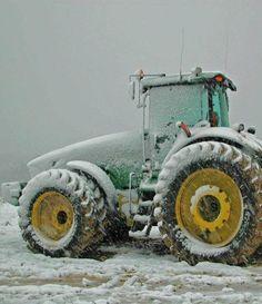 John Deere in the snow #tractor #deere