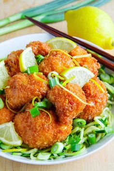 Crispy Honey Lemon Cauliflower on Chili and Garlic Stir Fried Zoodles--try w/ tofu instead of cauliflower Zoodle Recipes, Veggie Recipes, Vegetarian Recipes, Cooking Recipes, Healthy Recipes, Tofu, Cauliflower Recipes, Cauliflower Flour, Cauliflower Bites