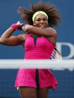 Serena Williams look at her arm muscles