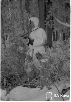 A Finnish soldier in winter kit with a KP-31 submachine gun. Date taken: December 7, 1941.
