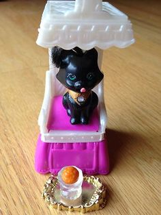 "Vintage Littlest Pet Shop ""Royal Bombay Kitty with Kitty Throne"" Complete."