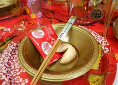 Fortune cookies are a must for any Chinese New Year party! Read our Chinese party ideas for more inspiration for Chinese New Year Chinese Birthday, Chinese New Year Party, Chinese Dinner, Chinese Food, Chinese New Year Gifts, Chinese New Year Activities, New Years Dinner, New Years Party, Chinese Christmas