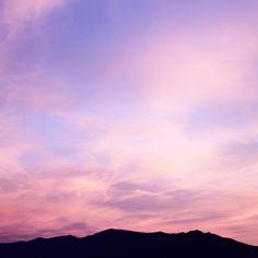 """737 mentions J'aime, 13 commentaires - Camille Talks ⚓️🎈 (@camilletalks) sur Instagram: """"Un coucher de soleil sur les Pyrénées 😍 Ça fait au moins deux soirs de suite que nous avons droit à…"""""""