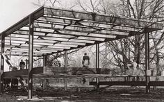 Brunner Sanina - Architect - Ludwig Mies van der Rohe - Construction of the Farnsworth house, later Brick Architecture, Beautiful Architecture, Beautiful Buildings, Architecture Details, Architecture Images, Ludwig Mies Van Der Rohe, Farnsworth House, Flooded House, Garden Pavilion